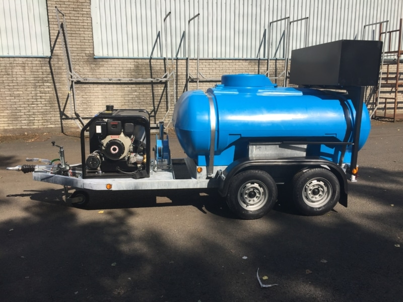 2000 litre twin axle water bowser with hot wash jet washer