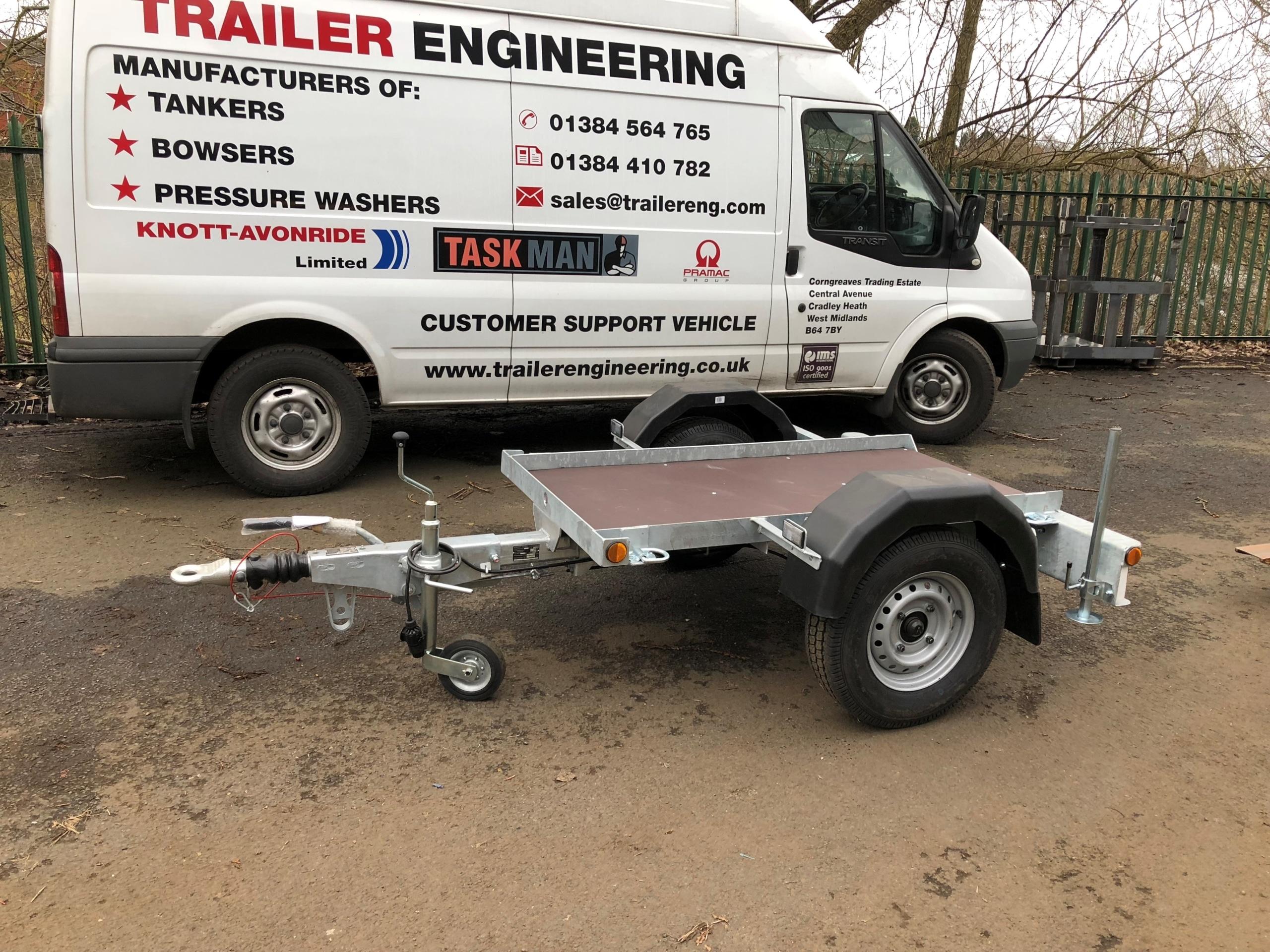 Flatbed trailer for 1125 litre water bowser
