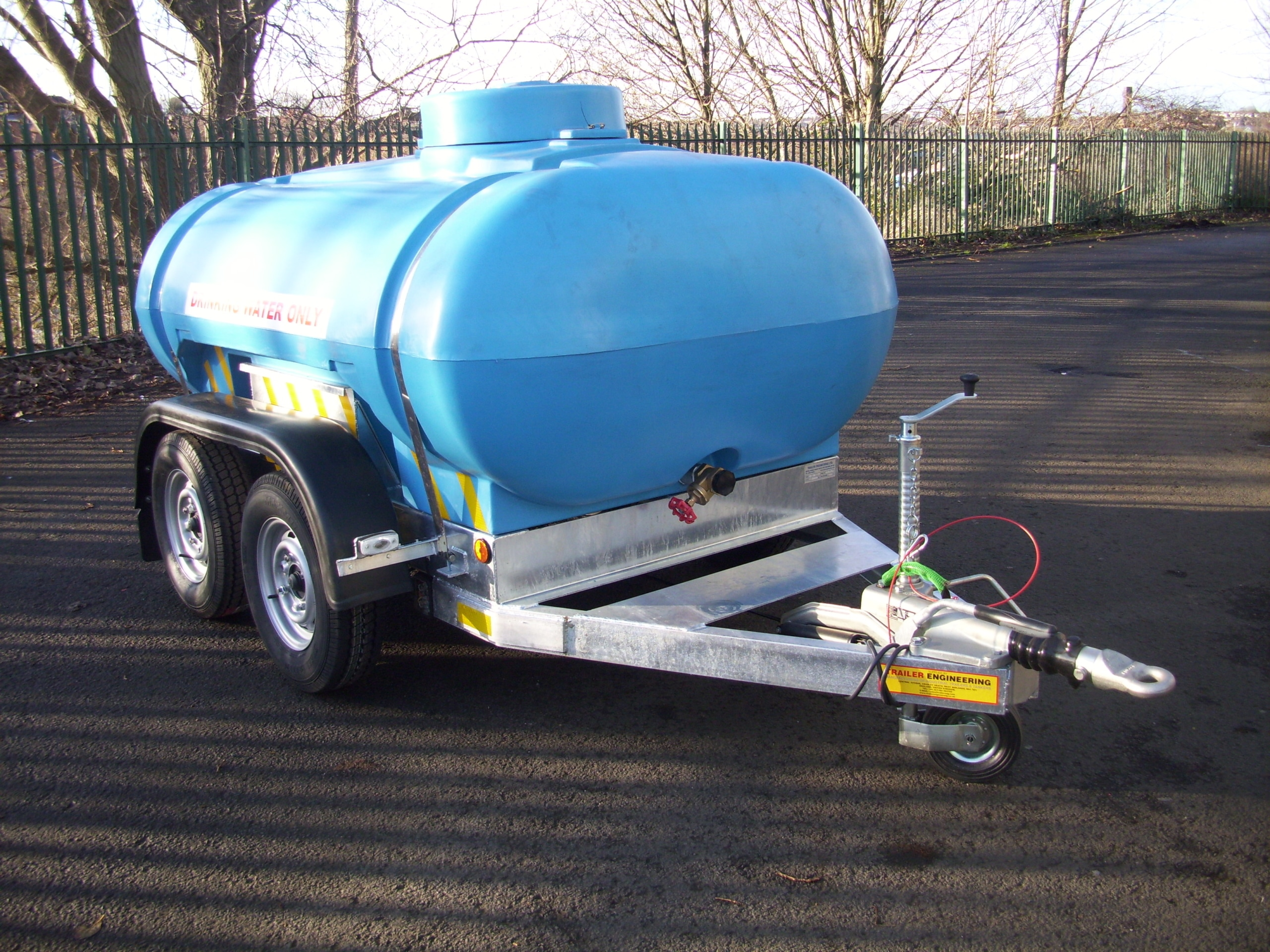 blue 2000 litre twin axle water bowser