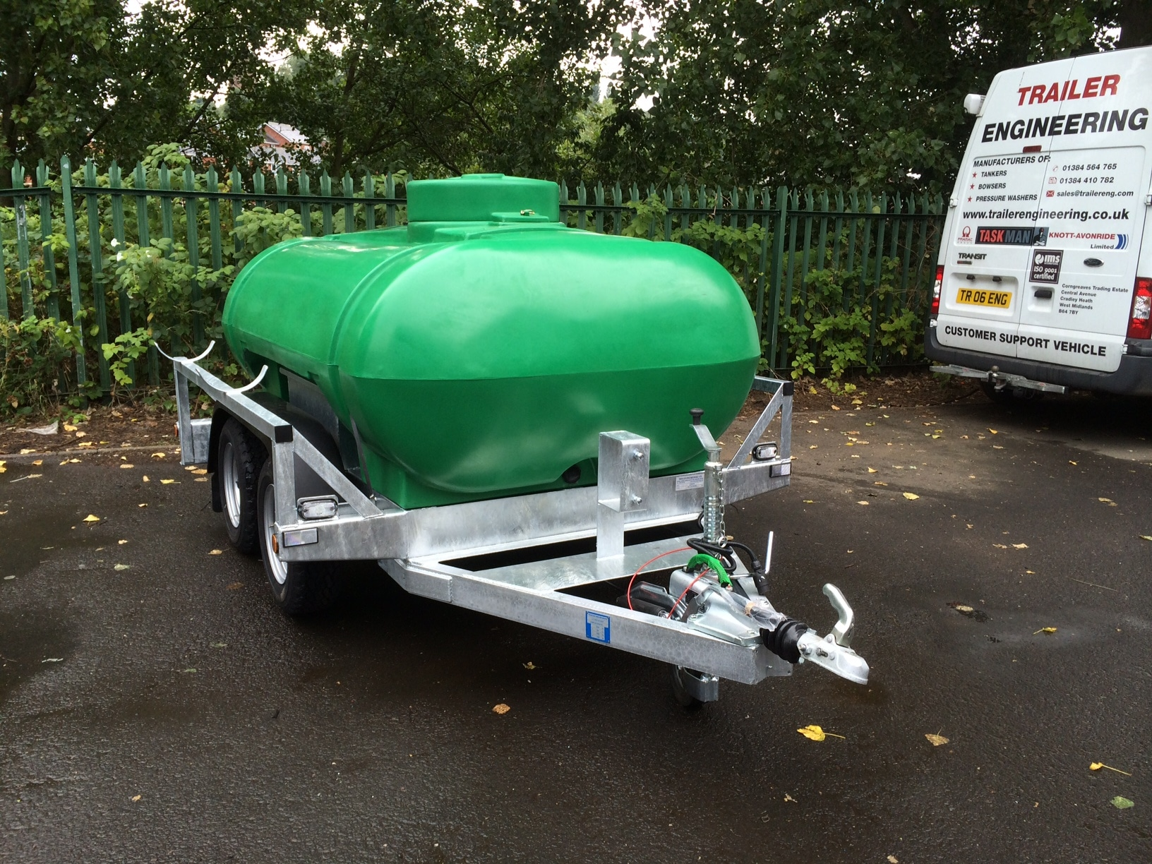 Showers & Eyebaths 2000 Litre Twin Axle water bowser road tow