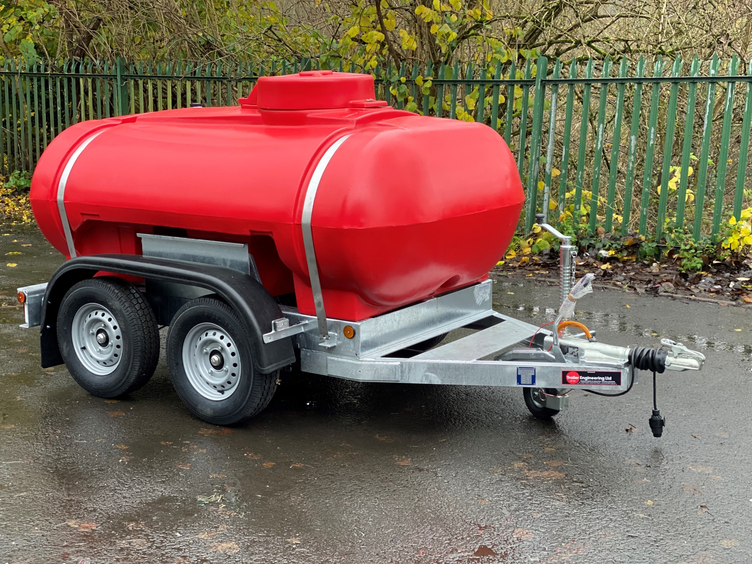 Red 2000 Litre Water Bowser