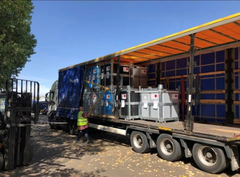 Articulated lorry trailer with 950 litre fuel cube polycube Fuel Cube Trailer Engineering